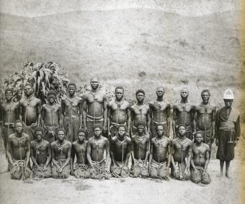 Prisonniers-enchaînés-Bas-Congo-1893-1905-e1423121705936.jpg